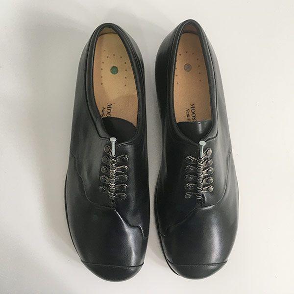 Zapato-Moosbacher-Clavo arriba